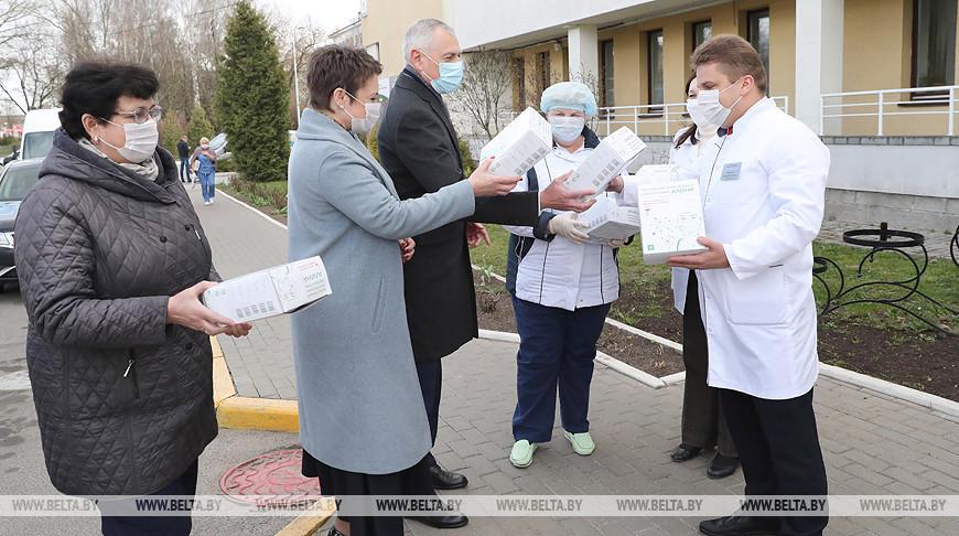 Депутаты закупили средства защиты для 6-й горбольницы Минска
