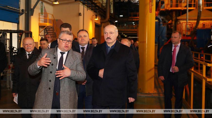 """Лукашенко пообещал поддержку стеклозаводу """"Неман"""" и заявил о расширении производства"""