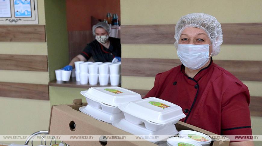 """Агрокомбинат """"Заря"""" готовит обеды для медиков"""