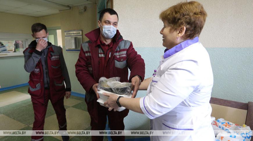 Горячее питание доставили сотрудникам 4-й подстанции скорой помощи в Минске