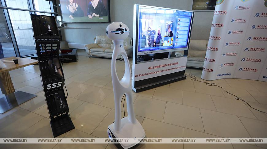 В Национальном аэропорту Минск измерять температуру будет робот