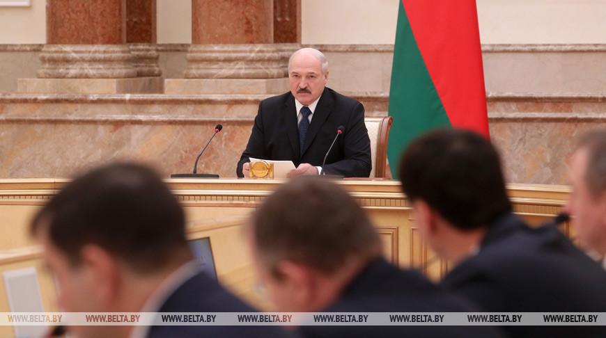 Лукашенко ждет от правительства выполнения основных показателей в экономике
