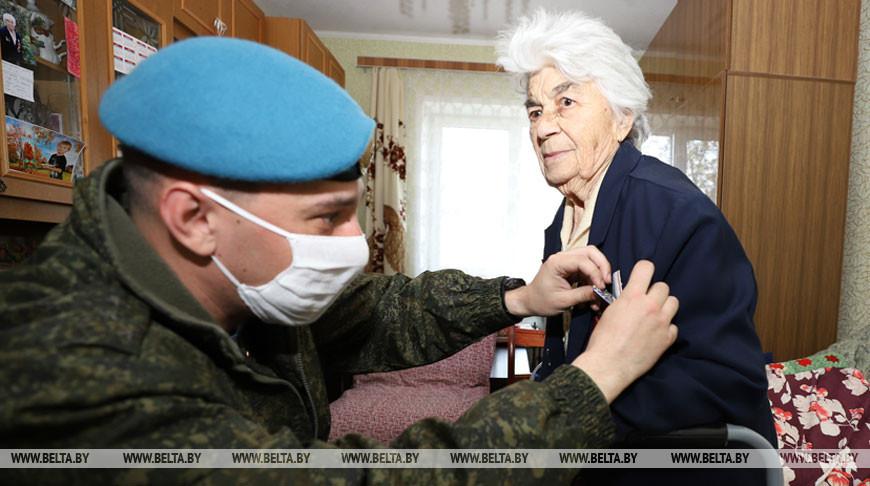 В Бресте 18 ветеранам вручили юбилейные медали