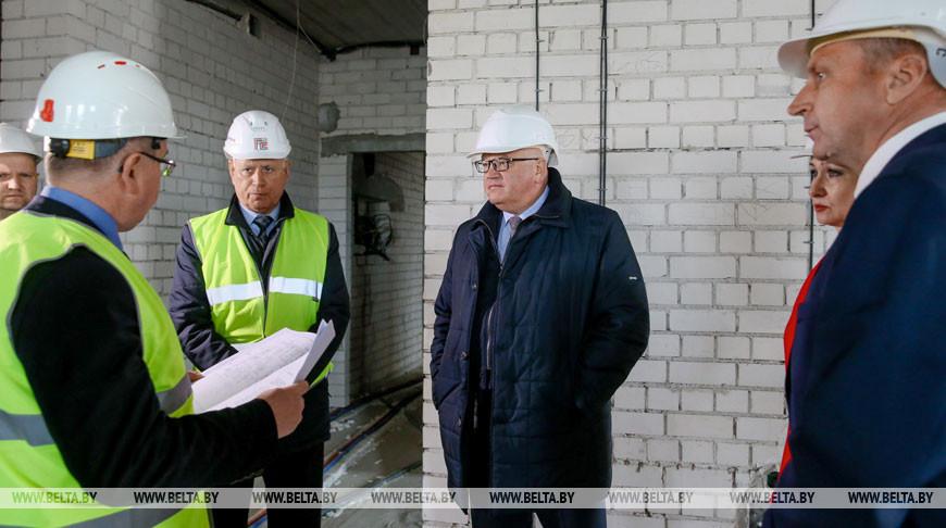 Карпенко ознакомился со строительством студенческого общежития в Гродно