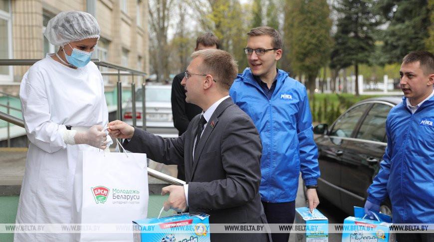 Минская городская организация БРСМ передала помощь медикам