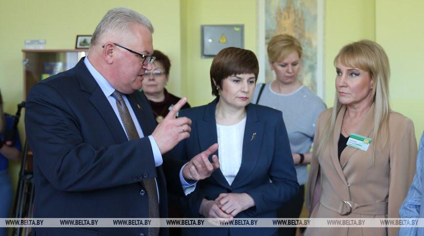 Карпенко посетил среднюю школу №64 Минска