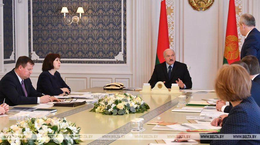 Мероприятия ко Дню Победы и эпидситуацию обсудили на совещании у Лукашенко