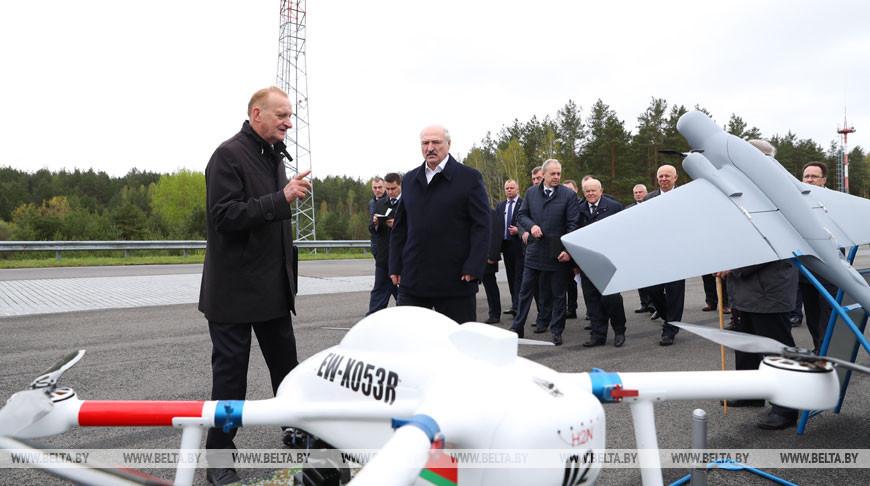 Лукашенко ознакомился с отечественными разработками в сфере электротранспорта