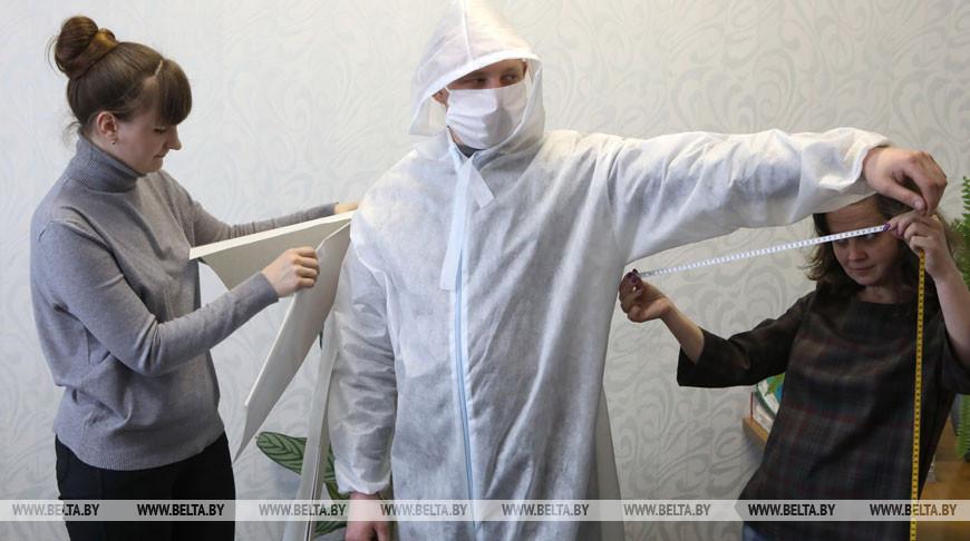 Жлобинская швейная фабрика выпускает защитные комбинезоны для медработников