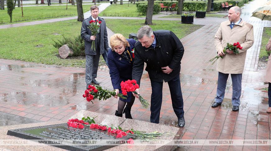 Назаров возложил цветы к бюсту Маршала Советского Союза Георгия Жукова в Минске