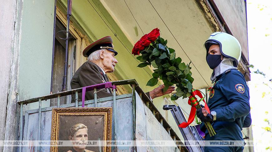 Могилевские спасатели чествовали ветерана