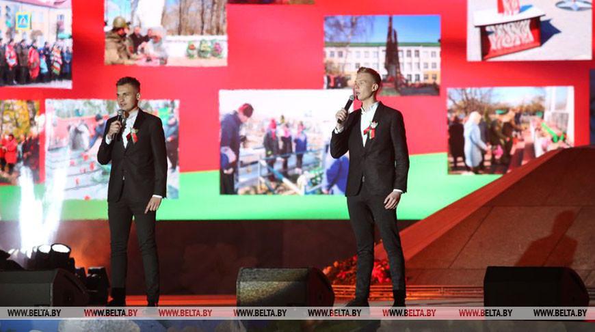 Праздничный концерт прошел на площади Победы в Минске