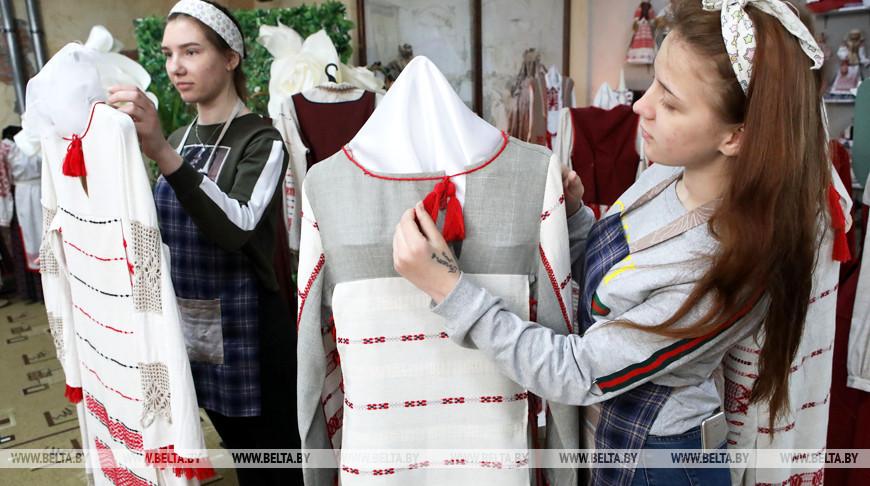 Учащиеся гомельского колледжа народных художественных промыслов готовятся к творческому отчету