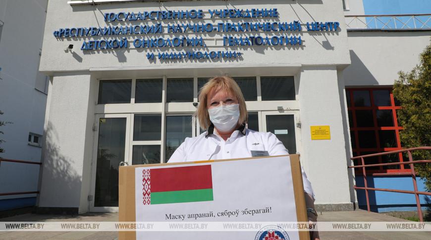 Совет Республики передал средства индивидуальной защиты РНПЦ детской онкологии