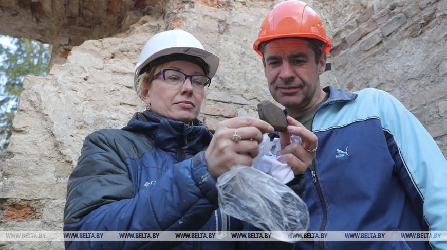 В центре Гродно во время раскопок нашли старинные монеты и часы