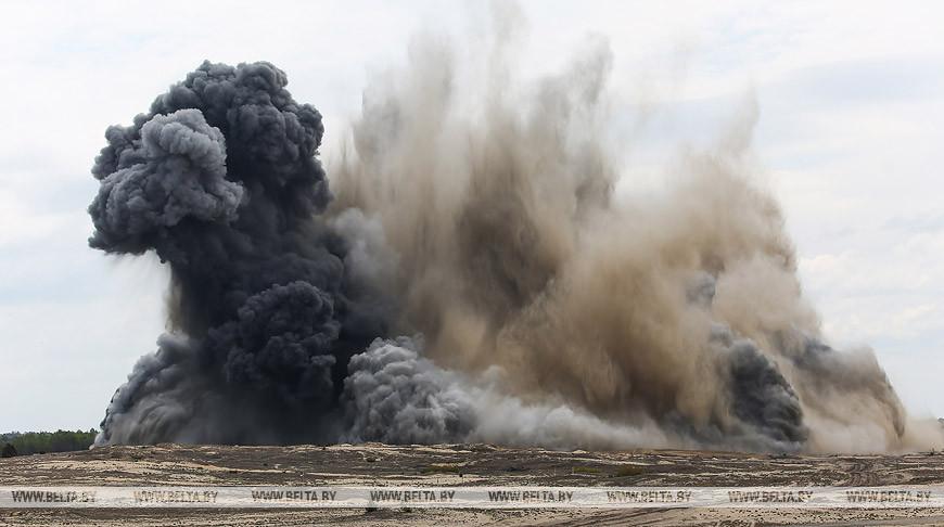 Саперы на Брестском полигоне взорвали 8 т тротила