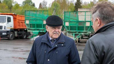 Анфимов ознакомился с подготовкой сельскохозяйственной техники в Сенненском районе