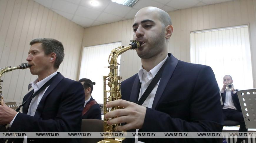 Гомельские городские оркестры сыграли джаз на онлайн-площадке