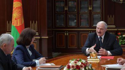 Лукашенко провел совещание в Минске по актуальным социально-экономическим и политическим вопросам