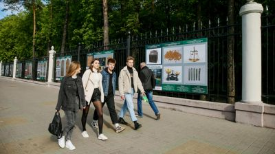 Фото раритетов Национального исторического музея украсили ограду минского парка Челюскинцев