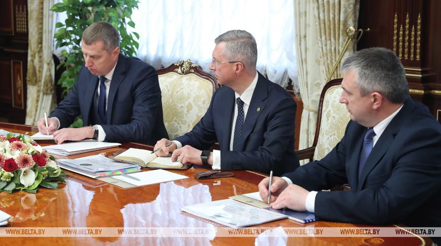 Лукашенко заслушал доклад о ситуации на потребительском рынке страны