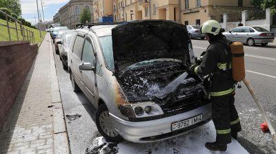 Легковушка сгорела в центре Минска