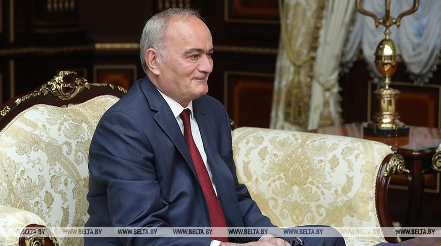 Лукашенко встретился с послом Сербии