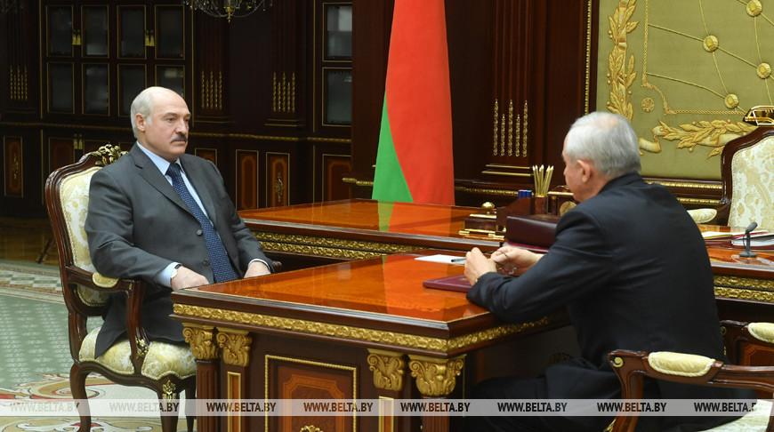 Лукашенко подчеркивает важность сохранения трудовых коллективов
