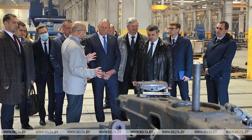 Румас ознакомился с техпроцессом Осиповичского завода транспортного машиностроения