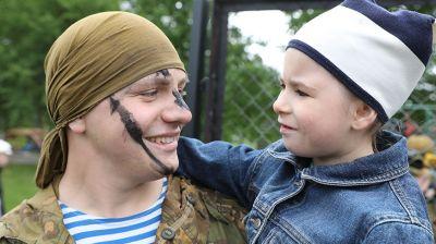 Витебские десантники поздравили воспитанников детского дома с Днем защиты детей