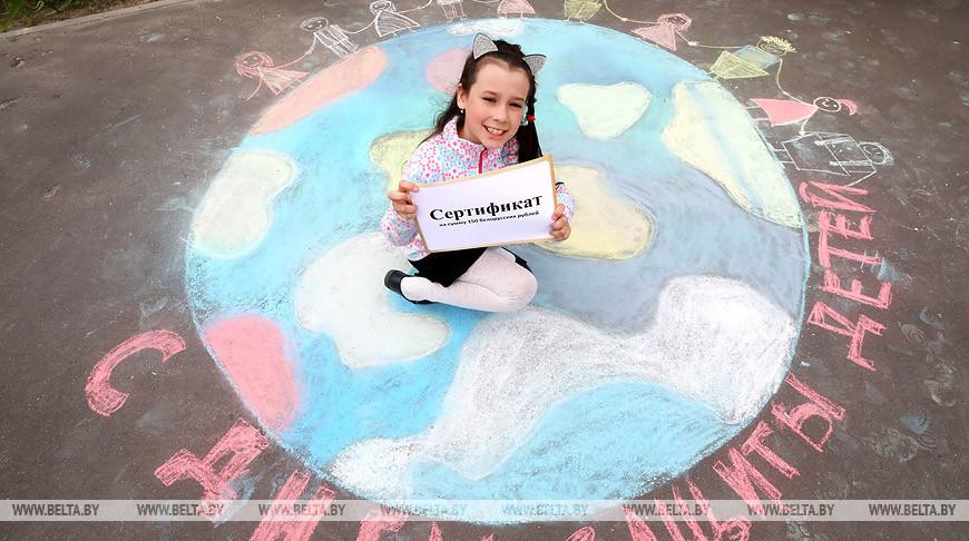 """""""Белая Русь"""" и депутаты поздравили воспитанников детского дома семейного типа в Гомеле"""
