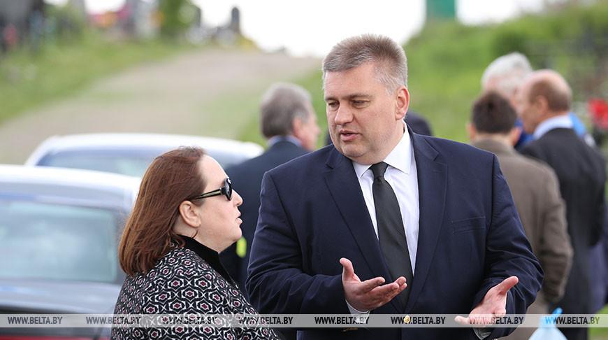 Руководители МИД Беларуси, посольств США и Украины почтили память героя встречи на Эльбе