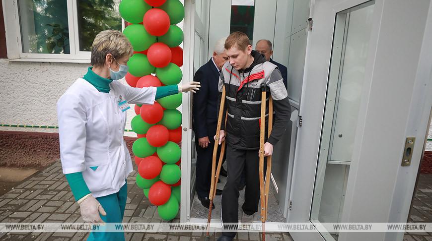В могилевской поликлинике запустили подъемную платформу для маломобильных групп населения