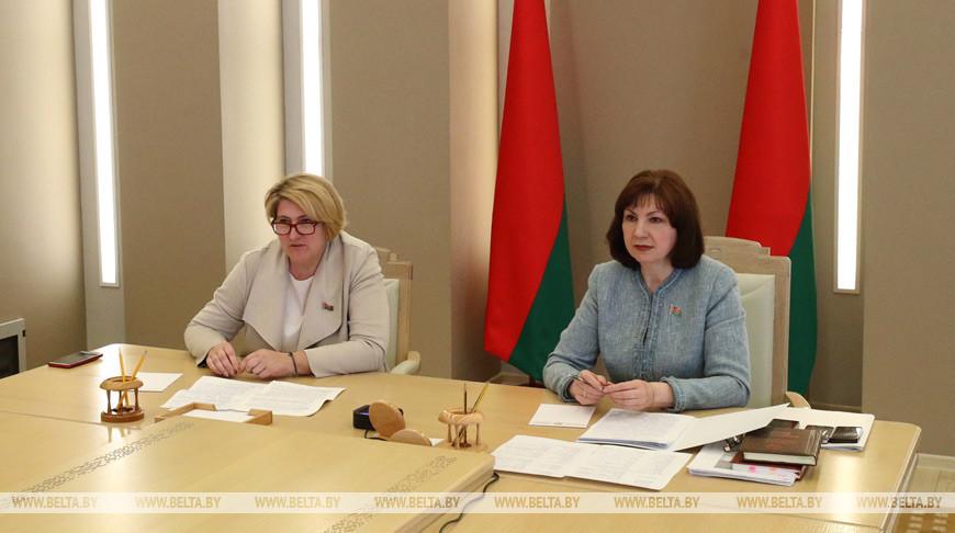 Кочанова и директора школ онлайн обсудили дистанционное обучение и другие актуальные вопросы образования