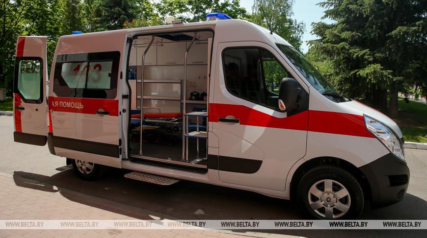Автомобильная компания передала 10-й горбольнице Минска машину скорой помощи