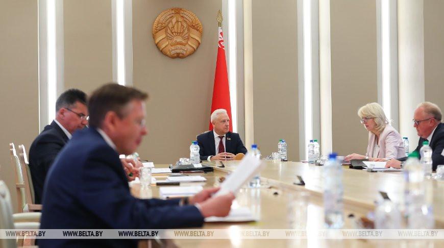 Рачков провел совещание с сенаторами