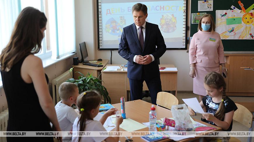 Петришенко посетил оздоровительный лагерь с дневным пребыванием в средней школе №61 Минска