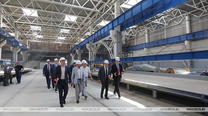 Кухарев посетил Завод эффективных промышленных конструкций в Минске