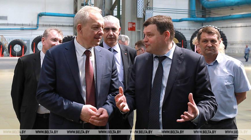 Сергеенко посетил завод сверхкрупногабаритных шин