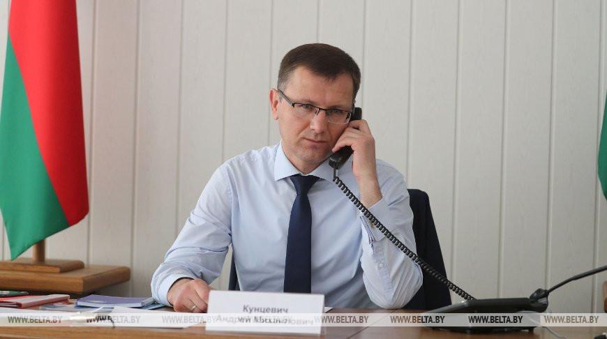 Кунцевич провел прием граждан и прямую телефонную линию в Островецком райисполкоме