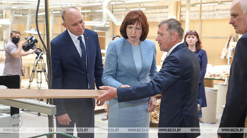"""Кочанова посетила """"Пинскдрев"""""""