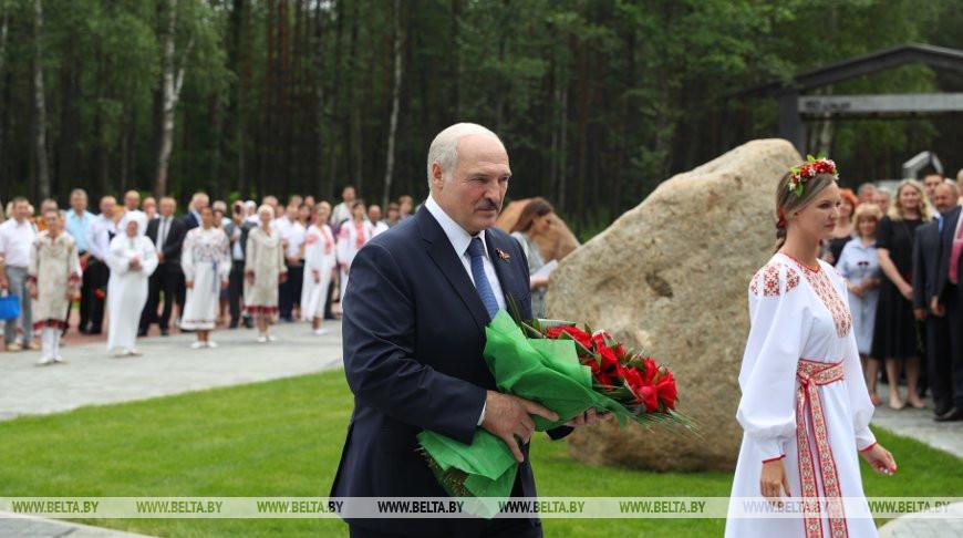 Лукашенко принял участие в открытии мемориала на месте сожженной деревни Ола