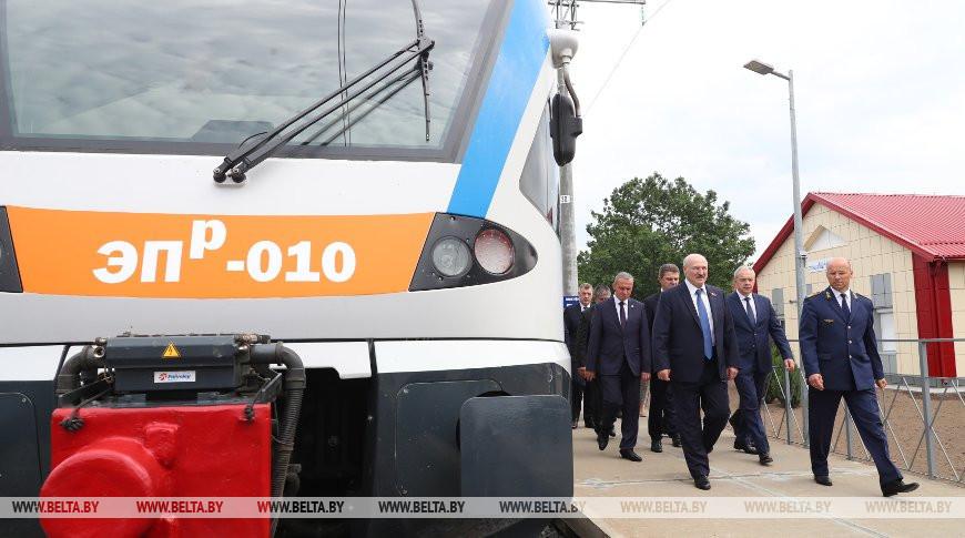 Лукашенко в Светлогорске открыл движение по новому электрифицированному участку железной дорог