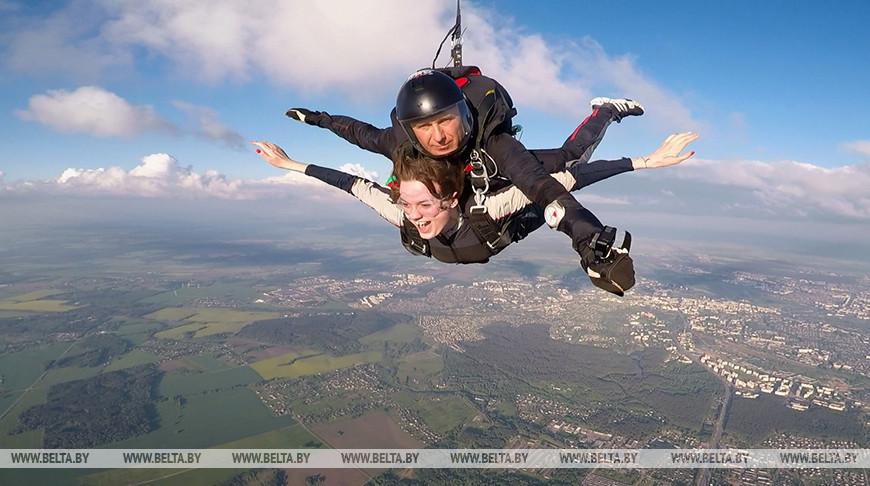 Сезон прыжков с парашютом открыли в Гомельском районе