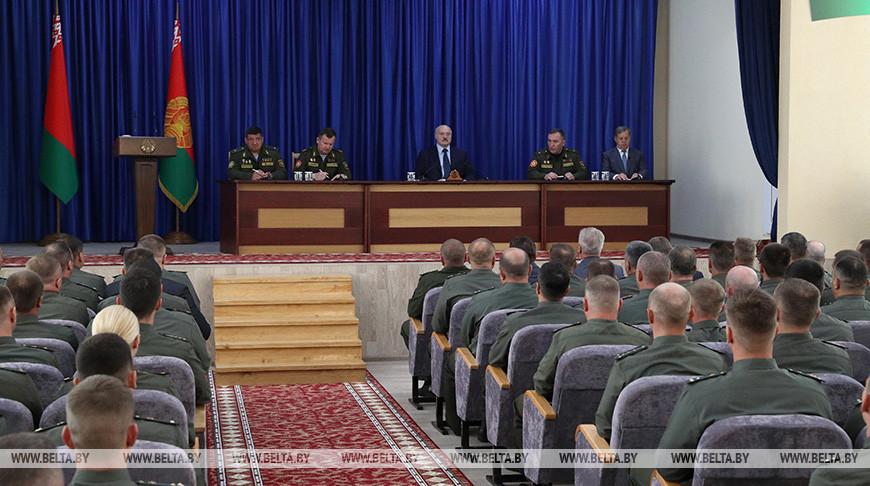 Лукашенко в Бресте встретился с десантниками