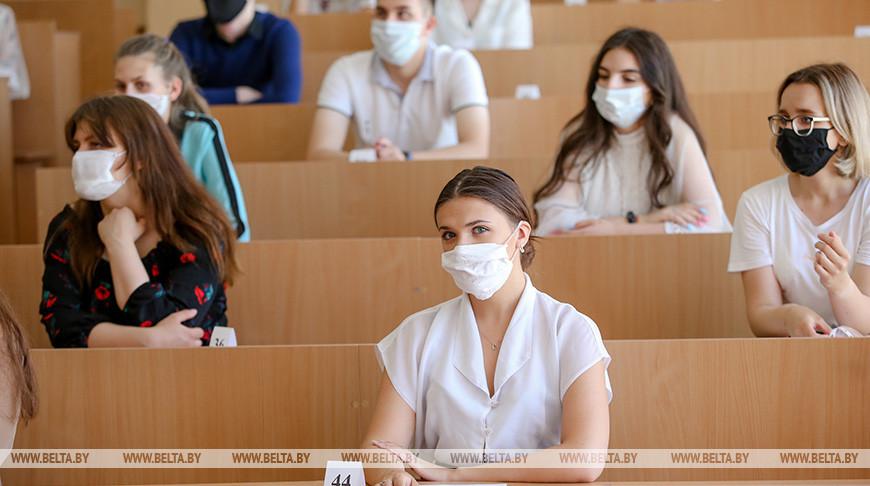 Петришенко посетил пункт централизованного тестирования в БГПУ
