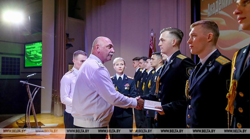 Торжественная церемония выпуска офицеров в Академии МВД