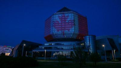 Национальная библиотека окрасилась в цвета канадского флага