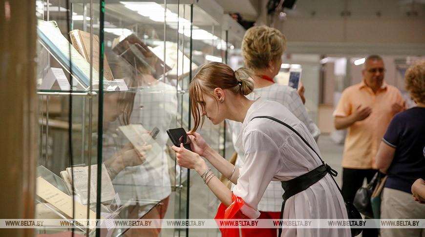 """Выставка """"Война и мир. Беларусь помнит. Возвращение"""" открылась в Национальной библиотеке"""