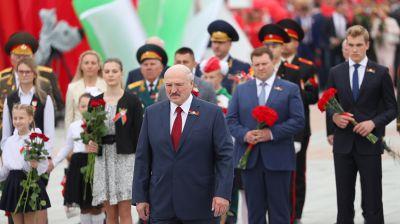 Лукашенко: пока люди приходят к мемориалам и обелискам войны, они будут защищены от бурь и невзгод